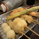 串かつ風土 - 串カツの海老、イカ、アスパラ、うずら、もちベーコン