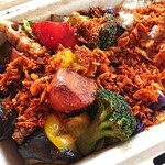 野菜を食べるカレーcamp - 上に載った謎のザクザクが激辛で激ウマ