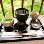 12863758 - 吉野天人(葛切り)+抹茶セット、手前がこだわりの黒蜜