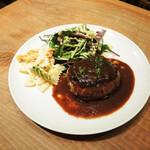 クラフトビアマーケット - 粗挽き肉の手ごねハンバーグ