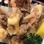 産直グルメ回転寿司 函太郎Tokyo - イカのげそ揚げ290円。揚げたての唐揚げは、食欲を増進させますね(^。^)。されなくてもありますが(笑)。 とても美味しかったです(╹◡╹)