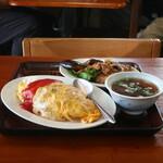 柳屋食堂 - 料理写真:オムライスとナスとピーマンのピリ辛炒め