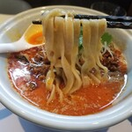 らーめん三極志 - サバ担々麵の麺リフト
