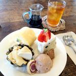 カフェ キトテノワ - ケーキの盛り合わせ ドリンクとセットで750円