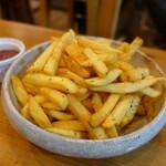 大衆肉居酒屋 ブルーキッチン - 山盛りフレンチフライポテト