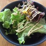 レストラン エイタブリッシュ - ランチセット¥1580 カーリーケールとレタス、タヒニドレッシング