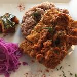 レストラン エイタブリッシュ - テンペのカツレツ、ジャックフルーツとトマトのソース。紫キャベツとかぼちゃマリネ添え。テンペがホックほくでおいしい(^o^)ヴィーガンカツ丼は玄米ご飯で。