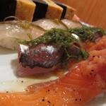 築地 銀平鮨 - 特々二皿目、サーモン、鯵、真鯛、巨大な玉子