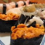 築地 銀平鮨 - 特々三皿目、うにメインに、平貝、白魚、ゲソ、甘海老、いくら