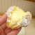 マサムラ - 皮はとても軽い風合い。カスタードは甘すぎず、バニラの風味が感じられて美味