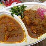 ナップオフ バイ ウタタネ - チキンスパイスカレーと豚バラと舞茸のスリランカカレーのあいがけ