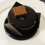 Nakatanitei - ⚫︎カライブ 中谷シェフ渾身のチョコレートケーキ。やっぱりこれが一番濃厚です。