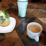 128687311 - サラダ、スープ、グレープフルーツジュース