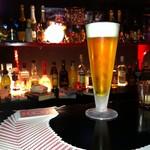 Rock Bar BOUNCE - 目の前で見れるカードマジック。ジャグリングが見れることも。