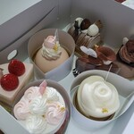 パティスリーばら苑 - 料理写真:カットケーキ類2020.03.31