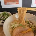 ライフイズビューティフル らぁ麺アンドカフェバー - 料理写真:醤油ラーメンゆずの麺アップ