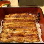 うなぎ割烹 白金台 まつ本 - うな重(共水うなぎ)たれが甘さ控えめでさっぱりとして鰻にピッタリの味です♪