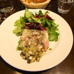 フレンチカフェレストラン 神楽坂 ル コキヤージュ - 豚足・ハム・パセリのゼリー寄せ。