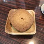 カフェカブトヤマ - サービスでいただいたのはクッキー(絶品です)