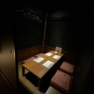 【個室】隠れ家のような大人の雰囲気。