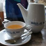 ティーハウス ムジカ - ポット入りの紅茶は2杯半ほど入ってます。
