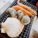 ウル松島 - 浜焼きエビ、帆立、ハマグリ
