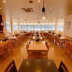 レストラン 海幸苑 - 店内入り口からの風景です。