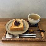 アキカフェ - あんバタートーストとハニージンジャーティー