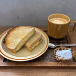 アキカフェ - たまごサンドとカフェラテ