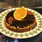 ソマーハウス - タルトショコラオランジュ@チョコレートムースにオレンジのクリーム入のタルト。ナッツフィリングがポイント