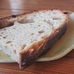 cafe Karin 果林 - お店自慢の自家製酵母パン