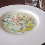 cafe Karin 果林 - ランチのスープ(新じゃが、新玉ねぎ、小カブのクラムチャウダー)