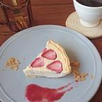 cafe Karin 果林 - デザート(イチゴタルト)と琥珀の刻ブレンド  珈琲