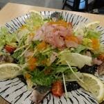 大衆酒場 かぞく - プチプチ特製海鮮サラダ