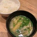 鉄板焼天神ホルモン - 御飯、お味噌汁