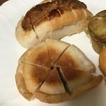 あいわパン - 味噌カツパンと餃子パン