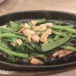 レストラン せんごく - 小松菜のペペロンチーノ炒め