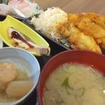 魚がし食堂 中央市場店 - お刺身と能登カキフライの定食