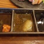 すゞき - 左から、ポン酢、胡麻油、醤油