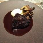 Les deux - 牛頬肉赤ワイン煮込み。これは ル ブルギニオン  キノシタ  サラマンジェ等と比べて明確に落ちる。