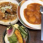 味の來々軒 - エビチリと油淋鶏とサラダ