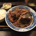 海鮮酒場ぱたぱた - ぶりカマトロ煮定食900円
