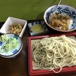 利久庵 - 料理写真:「もりそば と カレーライス(小さく)」とお願いしたら このセットで でてきました。 漬物と小鉢が付いてきた