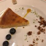 リストランテ・サバティーニ - ランチコース5品3900円(総額)。ベイクドチーズタルト。今ひとつです。。。