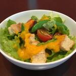 マエダ ブリーズ - グリーンサラダ(季節によって野菜がかわりますのでご了承ください)