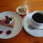 ラブラドール ビーンズ コーヒー - 料理写真:珈琲とケーキのセット