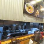 RAMEN火影 produced by 麺処ほん田 - 内観写真:カウンターに着席です