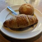 128818449 - [料理] パン 2種 アップ♪w