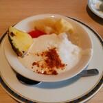 カフェ&レストラン ヴァン - フルーツに,ヨーグルトおん( v^-゜)♪