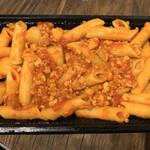山下食堂 - カジキマグロとじゃが芋の辛いトマトソース ペンネリガーテ(テイクアウト)